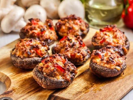 Пълнени гъби кралски печурки с кайма, ориз и кашкавал на фурна - снимка на рецептата
